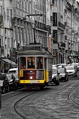 2018-05-02-14h13m13s (D_FOLLUT) Tags: lisbonne tramway jaune vieux transports rail catainer portugal symbol ngc