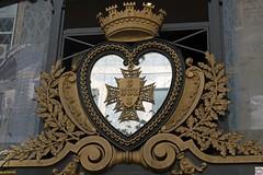 Juwelier (auschmid) Tags: auschmid aposummicron75 leicam10 lisboa lissabon portugal herz krone coração coroa theperfectx