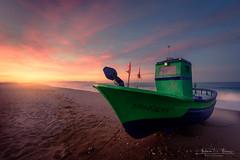 Comienza el día de pesca / The fishing day begins (Antonio F. Alvarez) Tags: amanecer sunrise dawn barca boat beach almería españa spain skay nikon d750 tamron 1530