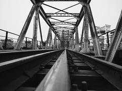 Long Bien bridge, Hanoi (Hammerhead27) Tags: bw blackandwhite monochrome construction girder vanishingpoint hanoi vietnam historic old metal railroad railway famous landmark bridge