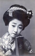 Maiko Yachiyo II with a Book 1910s (Blue Ruin 1) Tags: osakamaiko apprenticegeisha geiko geisha kanzashi book japanese japan taishoperiod 1910s postcard koyachiyo yachiyoii osaka