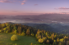 Dawn at the Luban (Dariusz Wieclawski) Tags: gorce gory swit wiosna tatry ranek morning dawn sunrise tatra mountain mountains spring sky clouds chmury niebo landscape krajobraz polska poland nikon nikond700 zf2 availablelight zeissflenseszf distagont3518 lee leegrad
