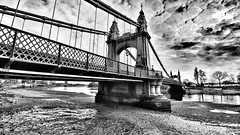 Hammersmith Bridge (Toni Kaarttinen) Tags: uk unitedkingdom gb greatbritain britain london england المملكة المتحدة regneunite vereinigteskönigreich britio reinounido isobritannia royaumeuni egyesültkirályság regnounito イギリス verenigdkoninkrijk wielkabrytania regatulunit storbritannien anglaterra tinglaterra englanti angleerre inghilterra イングランド engeland anglia inglaterra англия londres lontoo londra ロンドン londen londyn лондон bnw blackandwhite hammersmith bridge hammersmithbridge