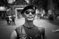 Proud gang member (Blind Eagle - Jakarta) (frank.gronau) Tags: indonesien indonesia jakarta stolz proud mann man member gang white black weis schwarz alpha sony gronau frank