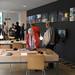 L'exposició Compartint processos / Afluents mostra diversos documents i vídeos sobre experiències d'arts col·leboratives de ciutats europees i també de l'Estat entre les quals Vic. Crèdit: ACVic Centre d'Arts Contemporànies.