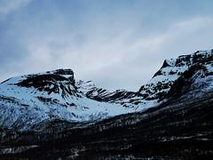 Laksvatn (livsillusjoner) Tags: troms tromsø tromsøkommune laksvatn hytte hytteliv cabin mountain sky skies black white snow blue north northernnorway norway norge nordnorge
