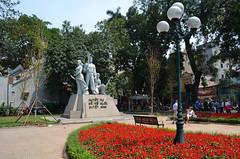 HAN_HoanKiem_Lake_area_04 (chiang_benjamin) Tags: hanoi vietnam hoan kiem lake flowers