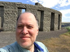 Day 2307: Day 117: Outside (knoopie) Tags: 2018 april iphone picturemail maryhill stonehengememorial doug knoop knoopie me selfportrait 365days 365daysyear7 year7 365more day2307 day117