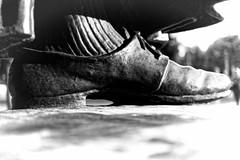Luthers Linke Latsche (Pascal Volk) Tags: berlin mitte karlliebknechtstrase spandauerstrase marienkirche lutherdenkmal berlinmitte schuh shoe zapato artinbw schwarz weis black white blackandwhite schwarzweis sw bw bnw blancoynegro blanconegro spring frühling primavera skulptur sculpture escultura canoneos6d canonef40mmf28stm ilforddelta400 dxofilmpack dxophotolab 7dwf