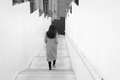 Street shot, Venezia Italia (mafate69) Tags: eu ue europe italia italie italy ville venice venezia venise nb noiretblanc bw blackandwhyte street streetshot streetlevelphoto city candid urban urbain mafate69 rue reportage documentaire documentary femme woman bridge pont academia dorsodurro