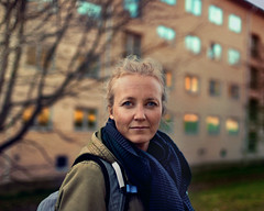(bjornarv) Tags: oslo portrett portrait blue yellow red green grass building norway norge canon 6d camera flickr