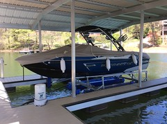 6600 UL2, 23ft Malibu Wakesetter on a HydroHoist Boat Lift