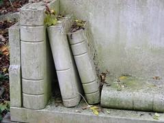 Highgate 20: Jeremy Beadle (W i l l a r d) Tags: highgate cemetery cimiterio cemitério friedhof london jeremybeadle