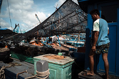 * (Sakulchai Sikitikul) Tags: street snap streetphotography songkhla sony a7s voigtlander 28mm thailand boat worker fisherman