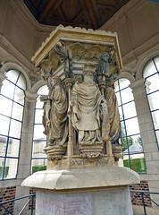 2017.07.23.011 DIJON - Le Puits de Moïse Statue de Zacharie (alainmichot93 (Bonjour à tous - Hello everyone)) Tags: 2017 france europe ue bourgogne dijon architecture sculpture gothique puits puitsdemoïse