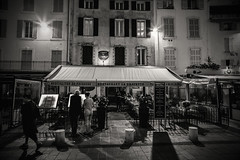 Fruit de Mer in Antibes (Dafydd Penguin) Tags: antibes cote dazur coast town urban night shot after dark restuarant mediterranean southern france blackandwhite blackwhite black white mono monochrome bw street scene raw capture life lives leica m10 elmarit 21mm f28