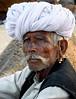 Rajasthan - Chamelier à la foire aux chameaux de Pushkar. (Gilles Daligand) Tags: foireauxchameaux inde pushkar rajasthan chamelier portrait homme moustaches panasonic tz7