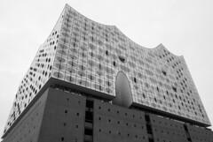 Elbphilharmonie (HansPermana) Tags: hamburg hh hansestadt deutschland germany hafenstadt elbe elbphilharmonie modern building architecture monochrome blackandwhite march 2018