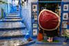 (Jpierrel) Tags: 1655 chaouen chefchaouen fuji fujifilm jpg maroc morocco bleu blue xt20 fujifilmxt20 xf1655mmf28 umbrella pluie rain parapluie couleurs rouge