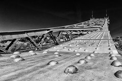 Blaues Wunder (Leipzig_trifft_Wien) Tags: dresden sachsen deutschland de steel rivet close closeup steelstructure structure architecture black white bnw bw blackandwhite pov perspective saxony landmark sightseeing travel monochrome cantilever wideangle canon sigma