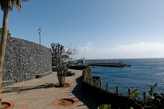 Spain Tenerife / Los Abrigos (h_j.sauermann2021) Tags: 2017 20171213spainteneriffa spain tenerife teneriffa sun holiday landscape light colours bright town sky ozean atlantik meer himmel felsen strand welle landschaft ocean atlantic sea rock beach wave hafen bucht harbor bay losabrigos hafenviertel waterfront