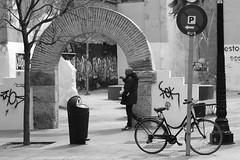 La Magdalena streets. This is not a plot (Fencejo) Tags: canon600dt3ikissx5 helios442258mm blackwhitebwstreetcityblackandwitestreetphotographymonochrome magdalena zaragoza