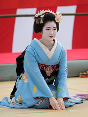 Polite (byzanceblue) Tags: 京都 gion maiko japan kyoto japanese dance woman girl female cute lovely beautiful beauty 舞妓 舞踊 geisha kimono traditional geiko kanzashi formal 祇園 black 花街 white color colour flower nikkor background people photo d850 portrait professional lady lovery 芸妓 着物 bokeh 節分 red traditonal 奉納舞 祇園小唄 tomoko nakagishi 祇園東 八坂神社