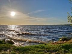 Windy spring day (gregor_kampus) Tags: woda słonko relax wiosna fale wiatr jezioro spring waves wind lake nieporet poland samsung