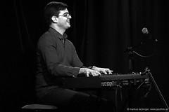Davi Sartori: piano (jazzfoto.at) Tags: wwwjazzfotoat wwwjazzitat jazzitsalzburg jazzitmusikclubsalzburg jazzitmusikclub jazzfoto jazzphoto markuslackinger anapauladasilva brasiljazz brazilianjazz jazzinsalzburg jazzclubsalzburg jazzkellersalzburg jazzclub jazzit2018 concertphoto concertphotos liveinconcert stagephoto greatjazzvenue greatjazzvenue2018 downbeatgreatjazzvenue salzburg salisburgo salzbourg salzburgo austria autriche blitzlos ohneblitz noflash withoutflash música concert konzert concerto concierto sony sw bw schwarzweiss blackandwhite blackwhite noirblanc bianconero biancoenero blancoynegro zwartwit pretoebranco sonyalpha sonyalpha77ii alpha77ii sonya77m2 portrait retrato portret