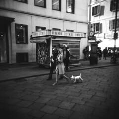Milano (Valt3r Rav3ra - DEVOted!) Tags: holga holgacfn lomo lomography toycamera plasticcamera milano medioformato 120 6x6 film ilford ilfordfp4 bw biancoenero blackandwhite analogico analogica analog analogue streetphotography street urbanvisions valt3r valterravera visioniurbane
