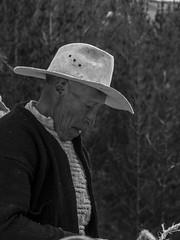 Old men, Q'eswachaka incan bridge (glennlbphotography) Tags: americalatina cusco cuzco peru perú pérou qosqo southamerica altitude andean andes cordilleradelosandes cordillèredesandes fest frestival inca incanbridge incanbridgeofqeswachaka incas journey montagne mountains nature people qeswachaka tradition traditionnal typique viagem viaje view voyage qeswachakaincanbridge peruano andino peruvian man oldman