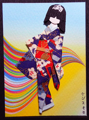 ATC1346 - Counterpoint (tengds) Tags: japanesepaperdoll ningyo origamidoll handmadedoll paperdoll kimono white blue red flowers obi japanesepaper yuzenwashi washi chiyogami curves multicolorcurves yellow artisttradingcard atc artcard handmadecard papercraft tengds