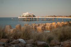letzte Sonnenstrahlen (LB-fotos) Tags: carlzeiss ostsee baltic sea strand beach coast küste seebrücke pier wideopen