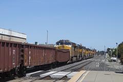 Eastbound on the Cal-P (imartin92) Tags: berkeley california unionpacific railroad railway freight train emd sd70m sd60m ge generalelectric et44ac gevo locomotive