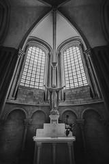 Weltuntergang (blondmao) Tags: france window church bnw bourgognefranchecompté saintemariemadeleine abbey vézelay light romanesque statue dark yonne architecture arch worldheritagesite blackandwhite basilica unesco