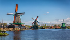Zaanse Schans (Hyloo) Tags: europa niederlande holland nordholland zaandam zaanseschanshistorischewindmühlen windmill windmühle zaanse schans historical dutch molen zaanseschans mills inexplore