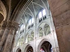Collégiale Notre Dame en Vaux (Micheline Canal) Tags: france champagne églises vitrauxarchitecture couleur