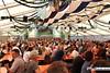 eselrennen_hh18_0314 (bayernwelle) Tags: eselrennen holzhausen 20 mai 2018 teisendorf bgl berchtesgadener land wieninger bier bierzelt esel treiber tradition brauchtum bayern oberbayern bayernwelle fotos foto spas pfingstfest