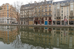 Canal Saint-Martin - Paris (France) (Meteorry) Tags: europe france idf îledefrance paris canalsaintmartin quaidevalmy quaidejemmapes valmy jemmapes avenuericherand reflections canal water eau facades façades nobody abandonned abandonnée morning pmatin march 2018 meteorry
