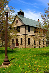Schoolhouse and Lamp Post (Thom Sheridan) Tags: thomsheridan cleveland heights hts ohio oneroomschoolhouse 2018 spring floweres