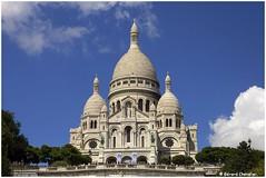 Paris - Basilique du Sacré-Cœur de Montmartre (gerard21081948) Tags: paris france sacrécoeur basilique colline montmartre personnes arbre route ciel architecture pelouse bâtiment