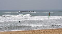 Le surf à Biarritz (RIch-ART In PIXELS) Tags: biarritz pyrénéesatlantiques france lagrandeplage sea seaside lamer atlantic ocean shore beach surf waves flag sky water sand people wave rock bay aquitaine