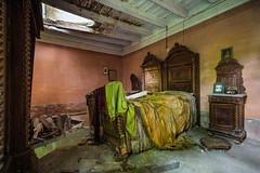 Good Night (burton_michel) Tags: chambre room bedroom ferme urbex urban abandonné voigtlander leica mp240 lit abandoned decay exploration farm
