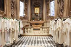 (Zioluc) Tags: luciobeltrami religion urbino church dress priest