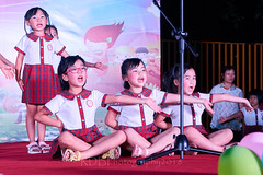 Happy Day Kindergarten Graduation 449 (C & R Driver-Burgess) Tags: stage platform ceremony parent mother father teacher child kids boy girl preschooler small little young pretty sing dance celebrate pink dress skirt red plaid white blouse 台 爸爸 妈妈 父亲 母亲 父母 儿子 女儿 孩子 幼儿 粉红色的 衬衫 短裤 篮球 跳舞 唱歌 漂亮 帅 好看 小 people uniform sit crosslegged class 笑 坐 眼镜 glasses smile grin microphone tamronspaf2875mmf28xrdildasphericalif