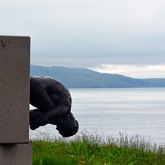 Down down down (mikael_on_flickr) Tags: føroyar færøerne faroeislands isolefaroe summer sommer estate juni giugnio himmel cielo sky hav mare sea landscape paesaggio sculpture skulptur scultura
