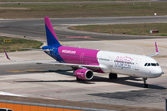 Wizzair A321 (Martyn Cartledge / www.aspphotography.net) Tags: aeroportodinapolicapodichino a321 aero aeroplane air airbus aircraft airfield airline airliner airplane airport aviation civil flight fly flying halxr jet naples naplesairport plane transport wings wizzair wwwaspphotographynet asp photography aspphotography flywinglets