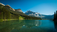 Emerald Lake, Yoho National Park (throzen) Tags: national park alberta canada landscape mountains mountain valley hills hill sky cloud blue green skies water reflection reflections polarizer scenic scenery outside outdoors canon eos 70d efs 1018 mirror trees alpine forest beauty beautiful yoho