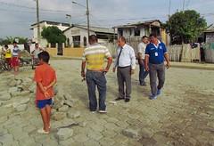 Alcalde Deyton Alcívar recorre Cdla. 30 de Marzo (GadChoneEC) Tags: alcalde chone deytonalcivar recorrido ciudadela 30demarzo adoquin colocacion obra calleprincipal manodeobra