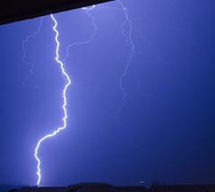 ZZZ...KRAK (Lolo_) Tags: storm orage lightning éclair foudre nuit night marseille city ville roofs toits thunderstorm ramifié balcon
